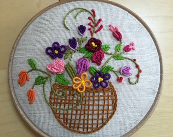 Embroidery Hoop, Sile Fabric, Embroidered Wall Art, Floral Embroidery, Hand-Embroidered Flower Hoop Art, Customized Hoop Embroidery, 4''