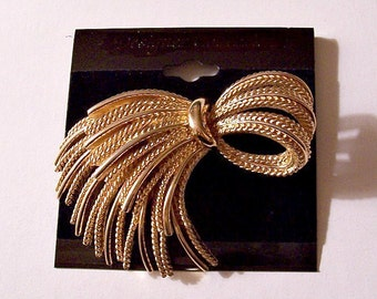 Monet Tassel Bow Pin Brooch Gold Tone Vintage Large Twisted Smooth Tied Strands Oval Loop