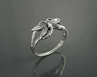 Dragonfly Ring, Sterling Silver, Boho Ring, Damselfly Ring, Flying Insect Ring, Nature Jewelry, Bugs Ring, Garden Bug ring, Dainty Jewelry
