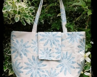 Cool blue daisy bag