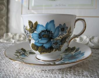 Queen Anne Tea Cup. Bone China england. Clematis flower. Queen Anne.