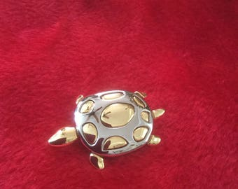 Sweet good and silver turtle pin