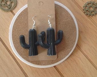 Cactus-shaped black resin earrings