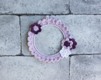 Crochet frame medium-sized, with applied flowers