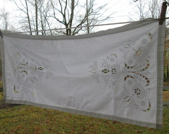 Vintage Table Runner and Two Matching Napkins - Embroidery/ Cutwork - Vintage Table Linens