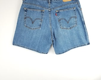 Levi's 550 Vintage Shorts Mom jeans shorts High Waisted jeans shorts // Women's size 33 34