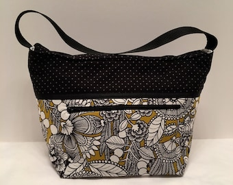 "LIP28- Lunch Bag: ""Edible Arragement"" washable insulated lunch bag with zippered front pocket and zippered top closure."
