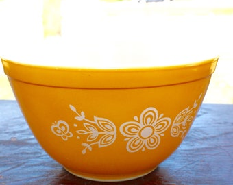 Vintage Pyrex Butterfly Gold Mixing Bowl: #401      1-1/2 Pint