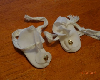 Doll shoes, white, 1  5/8 X 3/4 inches, new/old stock
