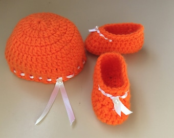 Baby booties and hat set, Irma's .