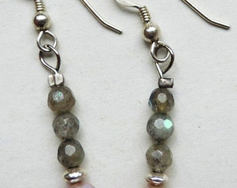 Earrings in 925 sterling silver and gemstones: Labradorite and cultured pearls.
