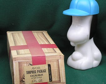 Vintage 1969 Snoopy Baseball Milk Glass Avon After Shave bottle in Original Box