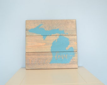 Rustic Michigan Sign // Wooden Mitten Pallet Sign // Michigan Love Sign // Turquoise Michigan Decor