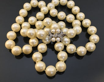 Beautiful Vintage Simulated Pearl Necklace w/ Fancy Clasp