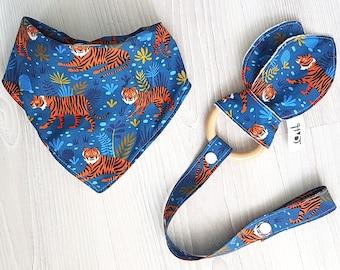 Tiger Baby bib bandana cotton fleece and toy teether ring beech wood / kwijlsjaaltje slab bijtring - design by Heleen van den Thillart