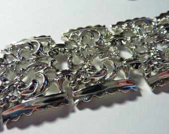 Lovely Vintage Signed Coro Bracelet Silver-Tone Links With Safety Chain Retro Classy Classic Timeless Glam 7 Inch