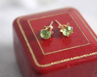 14k gold + peridot stud earrings round faceted gemstone pierced .80 cttw August birthstone