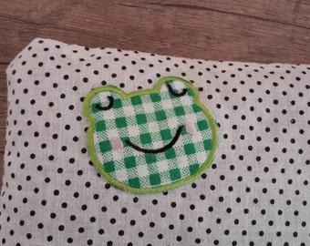 Grain pillow with sweet Froschaufnäher, dotted