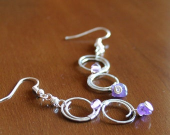 Infinity earrings in copper, precious stones and glass beads