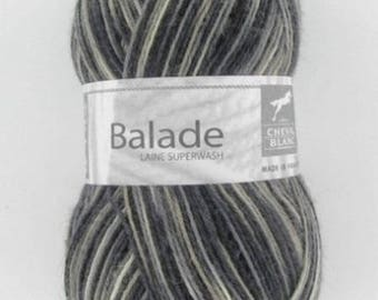 Sock - yarn knitting ride # 402 white horse