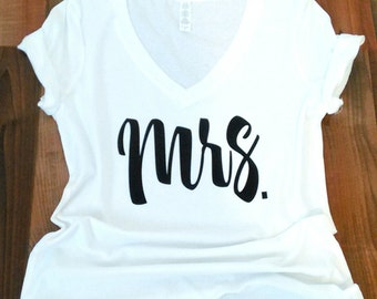 Mrs Shirt-bride shirt.-honeymoon shirt-future mrs shirt-wedding shirt-bridal shower gift-just married shirt.