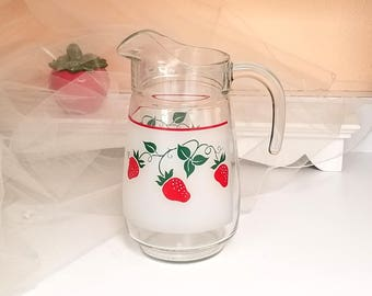 1980s STRAWBERRY Pitcher / Jug - Clear Glass Pitcher Encircled with Juicy Red Strawberries - Red Kitchen  Decor -