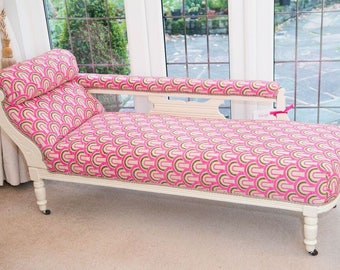Chaise Longue. Victorian sofa . Beautifully reupholstered