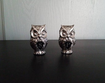 Owl salt pepper shaker, Vintage kitchen, silver, black, retro, mod, woodland, 1960s, 1970s, unique, made in Hong Kong, kitschy, ooak