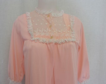 Granny Nightgown and Peignoir 1960s Nightgown Set Nightgown Peach