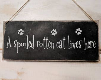 A spoiled rotten cat lives here | cat signs | kittens | kitty | cats | wall decor | paw prints