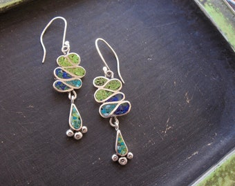 Ribbon candy dangle earrings with rustic chip inlay
