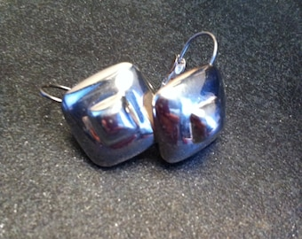 vintage sterling puffy square earrings. 8.8 grams in weight