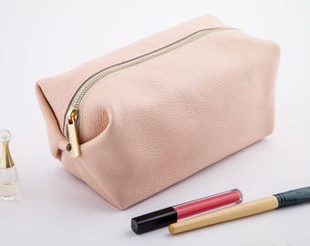 Powder Pink Dopp Kit Bag Bridesmaid Gift Leather Toiletry Bag with Monogram Woman Toiletry Bag Leather Custom Dopp Kit Lady Gift