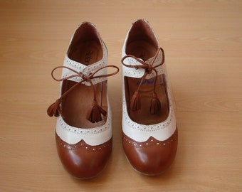 1930s 1940s vintage style oxford shoes heels Ivory and Tan