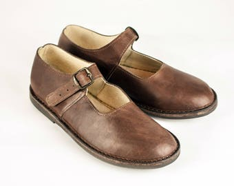 Brown Leather Shoes with Buckle