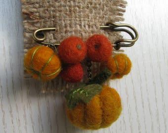 Brooch of felted pumpkins, autumn colors, small pumpkins for Halloween