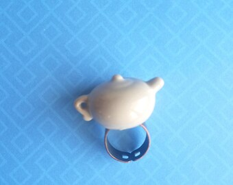 Gray Tea Pot Ring