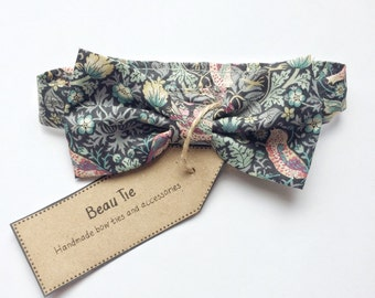 Baby boys bow tie, floral bow tie, Liberty print, baby bow tie, baby shower gift