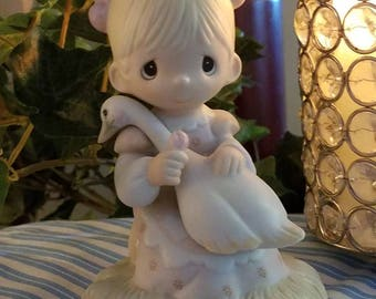 Vintage 1988 God Is Love Precious Moments Figurine E-5213