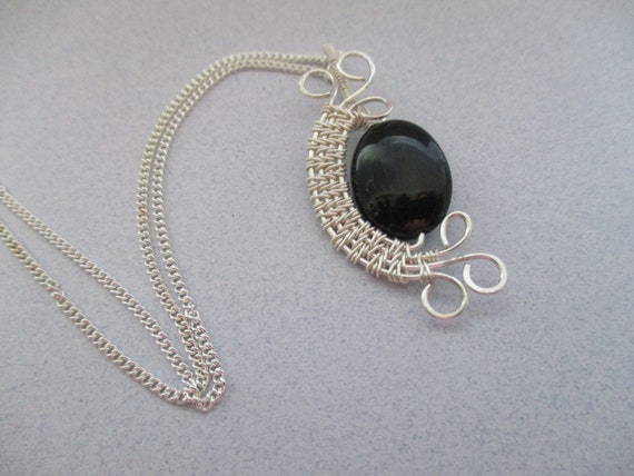 Black Onyx Woven Wire Pendant Necklace N430181