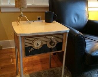 1940s Jetco Motel Coin-Op Clock Radio, Wood Grain Top Model