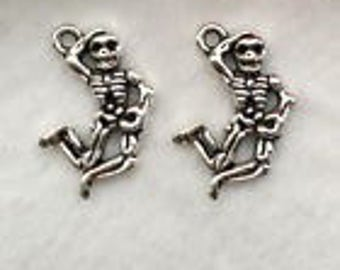 Silver Charms Dancing Jumping Skeleton x20