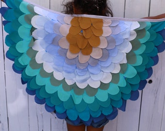 Bird ow owl wings in blues and aquas