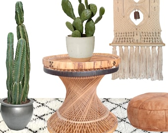 Boho Rattan Plant Stand Pedestal Side Table Bohemian Hourglass Wicker Planter Table Natural Plant Holder Hippie Woven Jungalow Mid Century