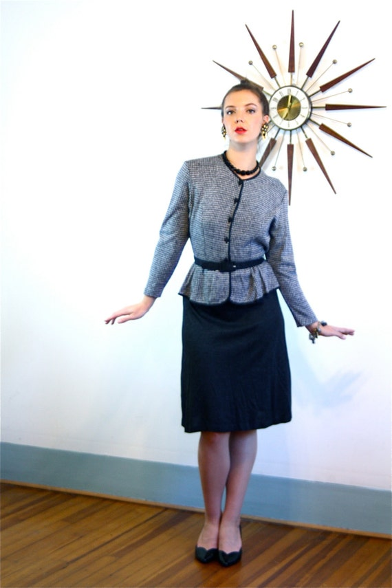 Vintage 80s Dress, Pencil Skirt Dress, Secretary dress, Peplum Dress , Houndstooth Black Gray, High Collar, Long Sleeve, 1980s Knit Dress