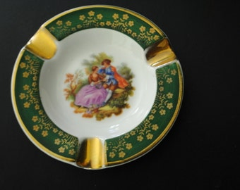 Victorian style vintage 50s porcelain , small ashtray with a Fregonard print as a centerpiece. Made by Limoges in france.