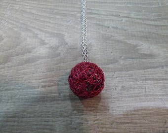 LONG NECKLACE WITH BALL BURGUNDY