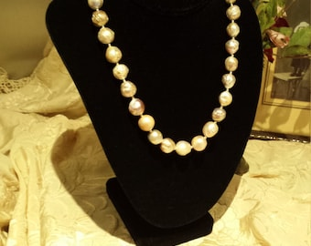 One strand necklace of boroque pearls