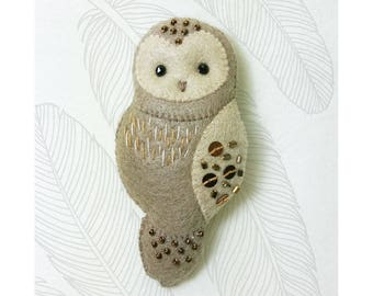 Brown Owl Felt Brooch, Woodland Animal Jewelry, Hand Sewn Beaded Felt brooch with hand embroidery details, Gift for Owl Lovers