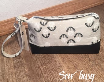 Wristlet or cosmetic pouch